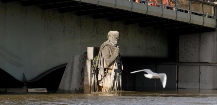 Water levels hit critical level in Paris, France